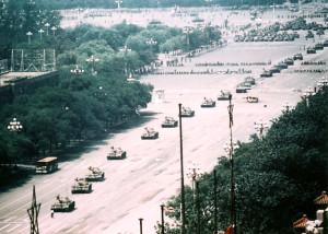 Vista amplia de Tank Man, el ícono de las protestas de la plaza Tiananmen